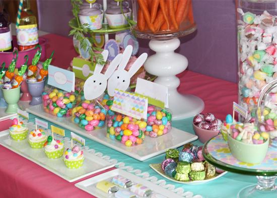 Coelhinhos de papel nos doces, simples e prático.
